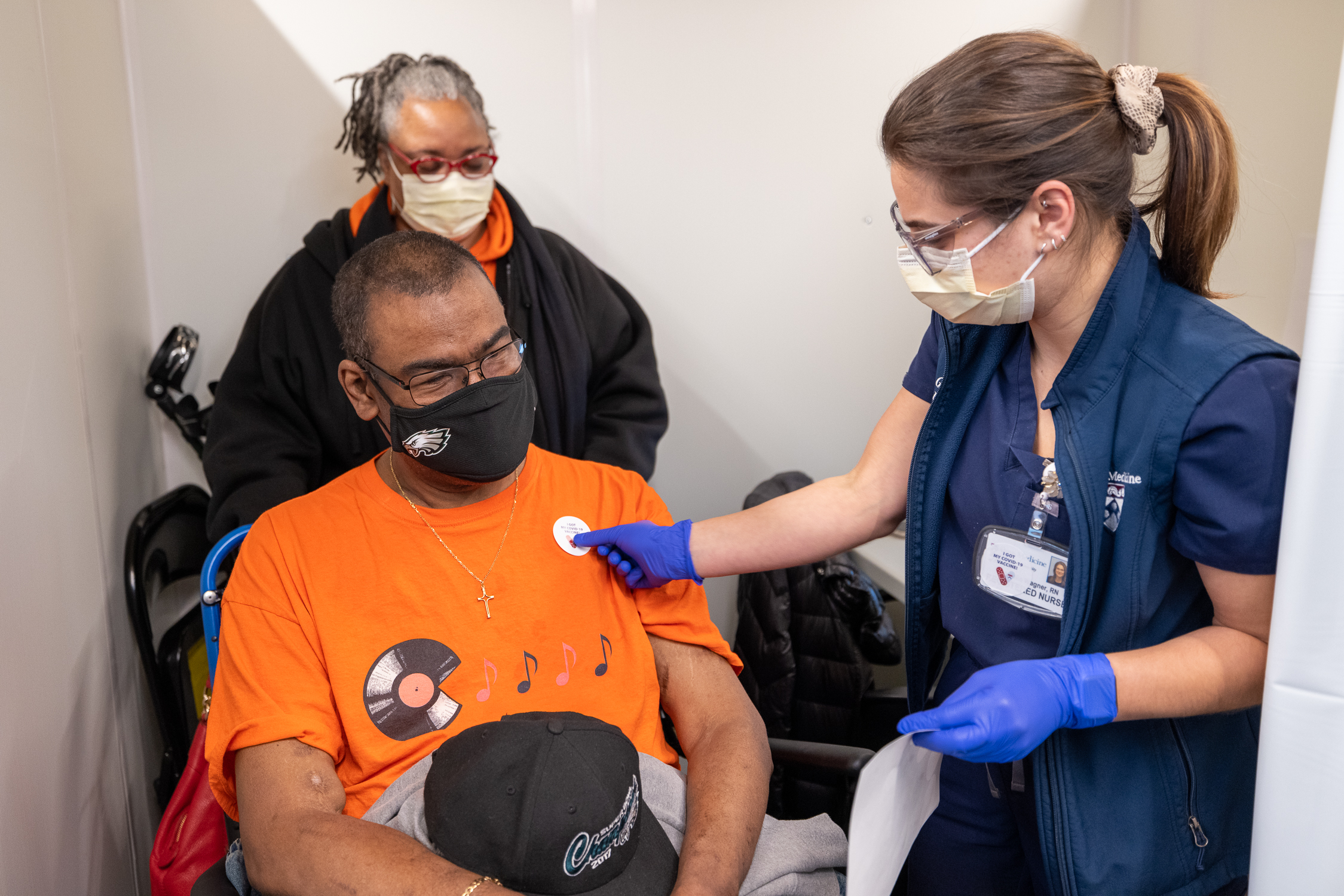 administering covid vaccine at penn medicine