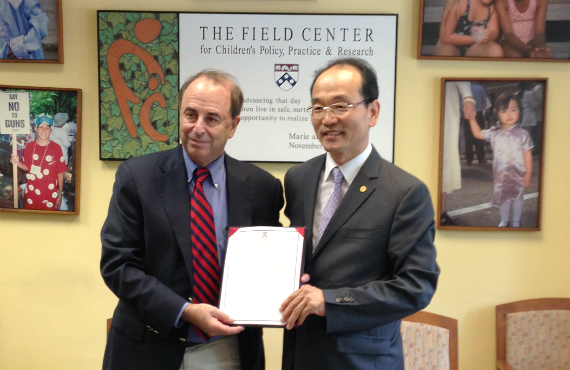 Richard J. Gelles signed an Memorandum of Understanding with Namseoul University's Yoon Hyeon Lee.