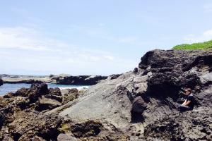 Schreiber on the rocky eastern coast of Taiwan.
