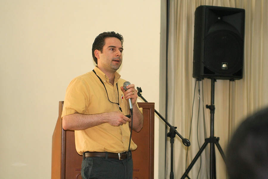 Victor Absalón-Medina speaking in Colombia. (Photo: Dr. Robert W. Blake)