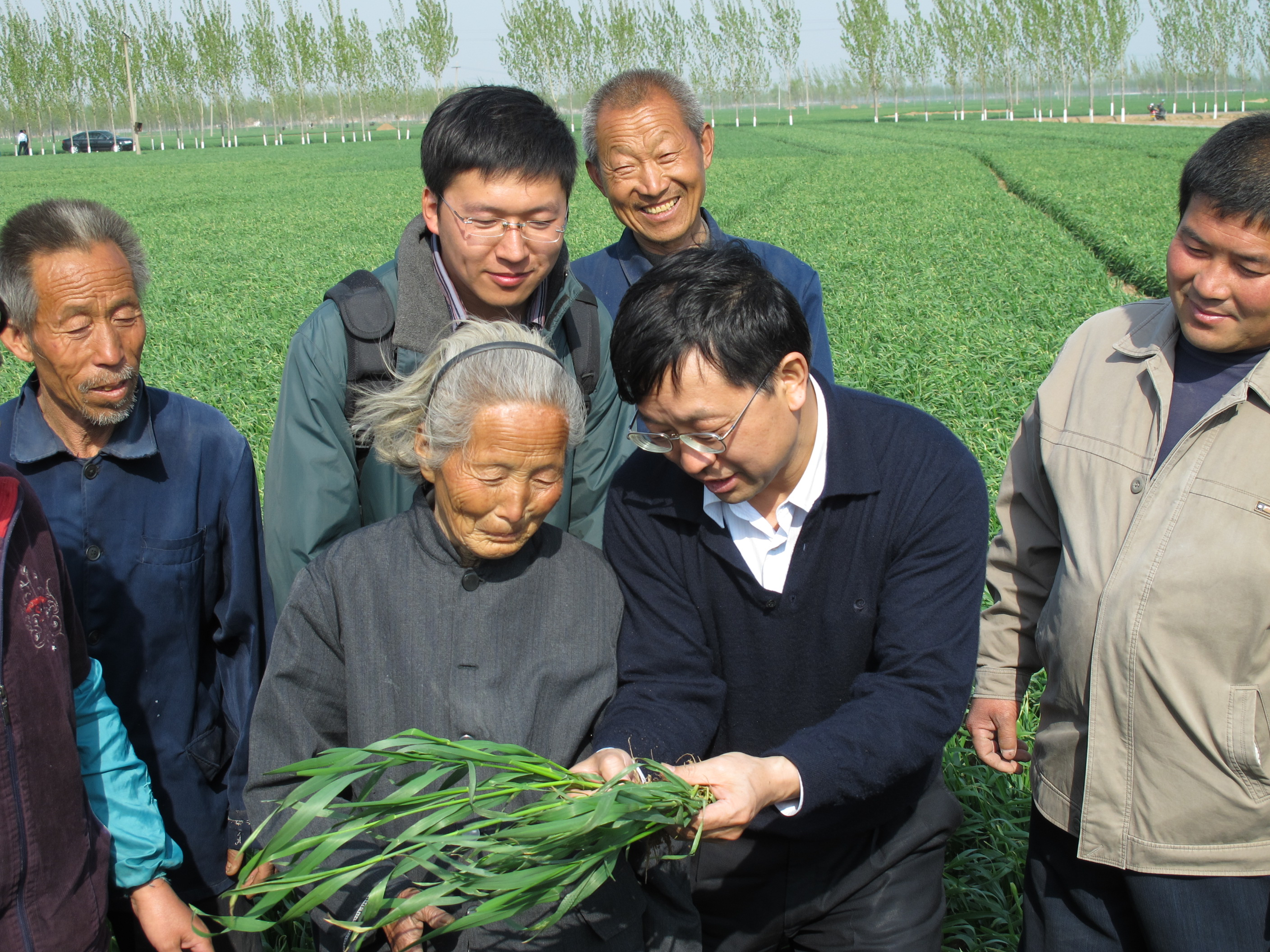 Study coauthor Fusuo Zhang talks with farmers about better water and nutrient management for their crops.