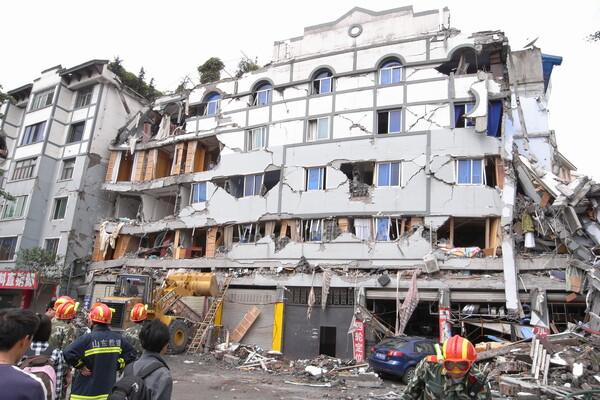 sichuan building collapsed