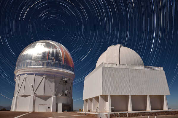 Dark energy telescope with star trails