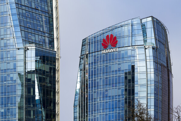 Huawei headquarters building made of blue glass with Huawei written on its exterior