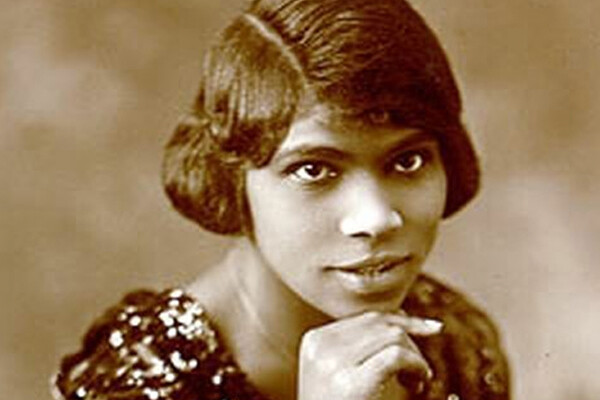 Portrait of Marian Anderson in 1920 with her chin resting on top of her hand.