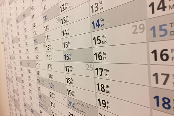 Picture of many days listed on a wall calendar