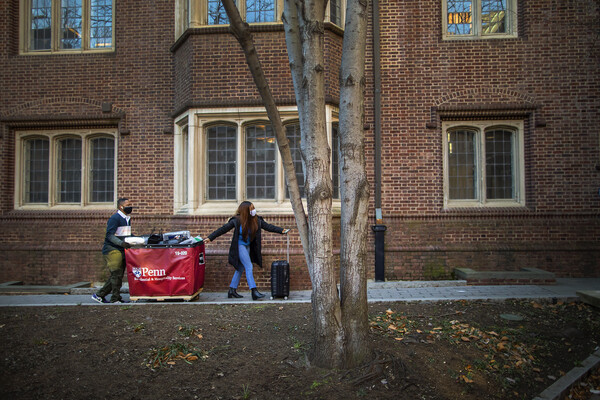 students moving into the quad
