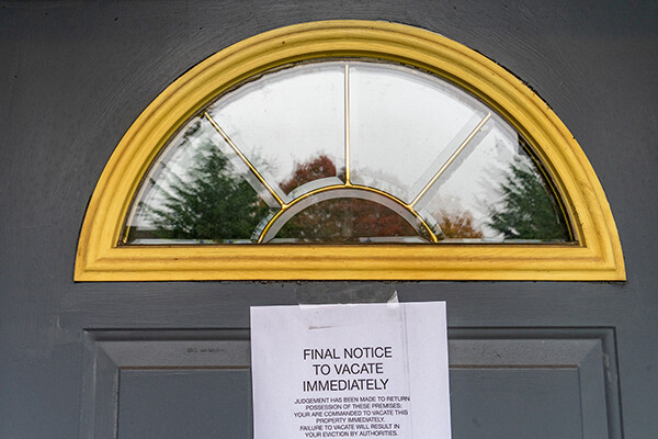 Notice taped to front door that reads FINAL NOTICE TO VACATE IMMEDIATELY.