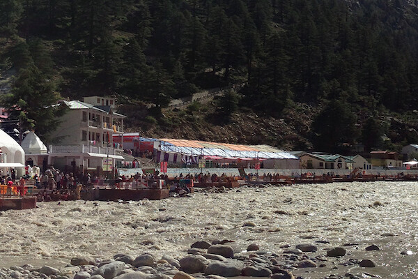Panoramic view of the village of Gangotri at the shore of a river.